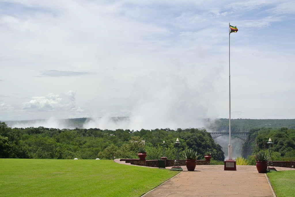 Blick vom Hotel auf die Victoria Falls