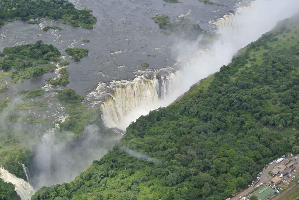 Breiter Wasserfall des Zambezi