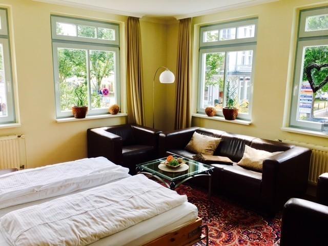 Wohnzimmer mit Schlafzimmer