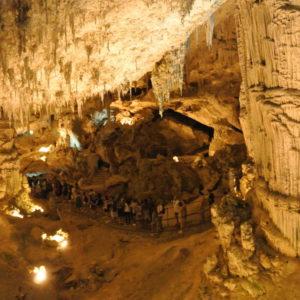 Touristenschlangen in der Grotta di Nettuno