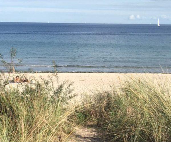 Bademantelgang der Ostsee-Therme zum Strand