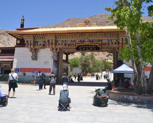 Eingang zur Sera Monastery