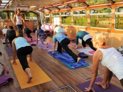 Abends Yoga auf der Alster