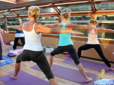 Yoga auf dem Alsterschiff