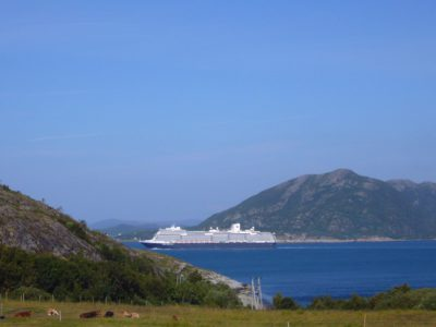 Luxusliner unterwegs auf dem Nordmeer
