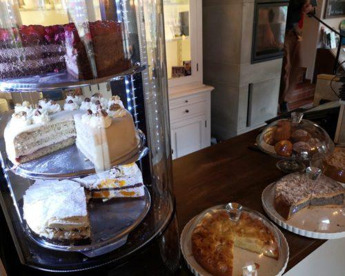 Tortenauswahl im Café