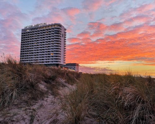 Hotel Neptun im Sonnenuntergang