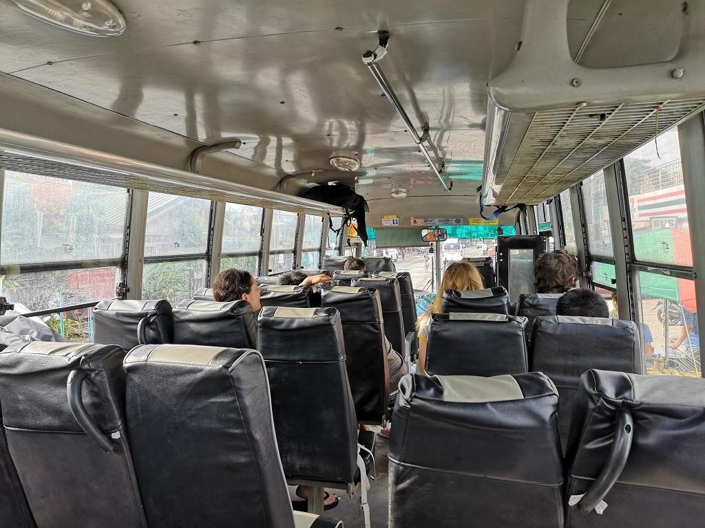 Local-Bus zur Fähre