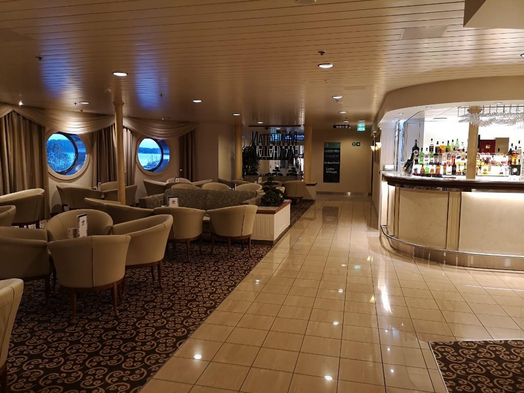 Piano Bar auf dem Schiff