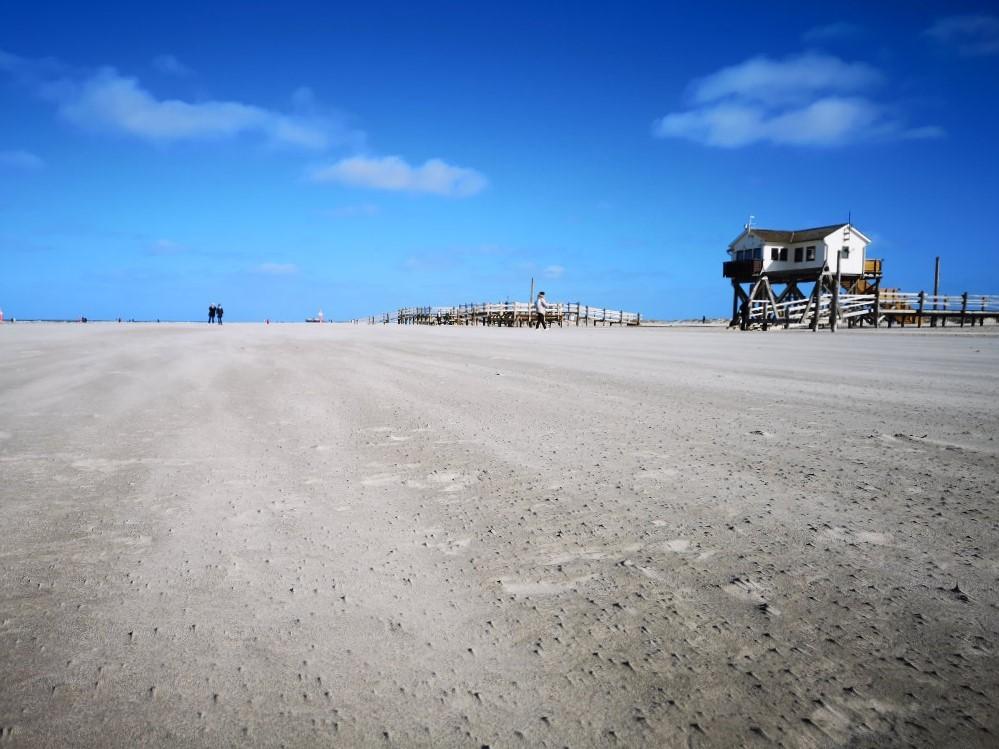 Pfahlbauten am Strand