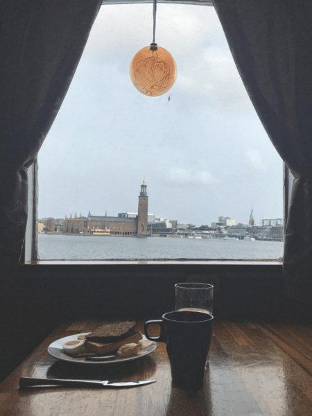 Ausblick beim Frühstück auf das Rathaus ©Ria on Tour