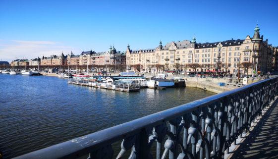Blick auf die Hafenpromenade