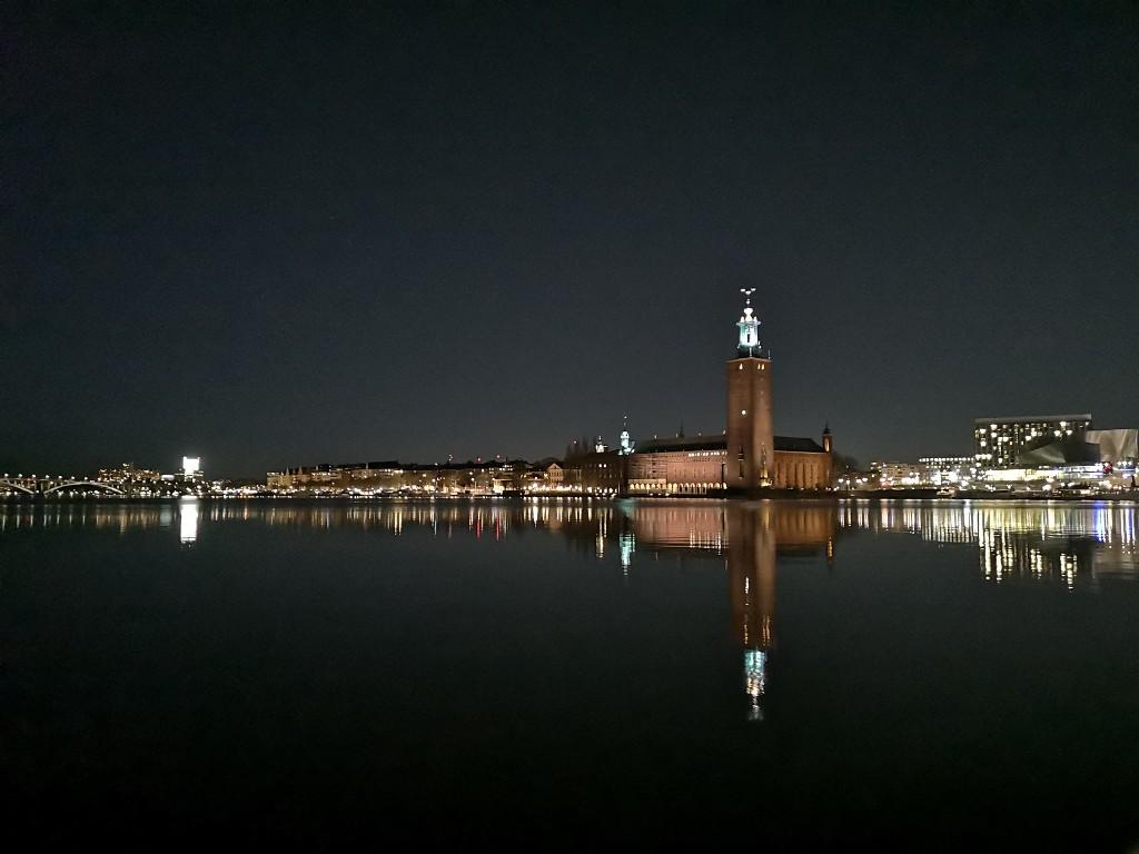 Nachtaufnahmen das Rathaus in Stockholm