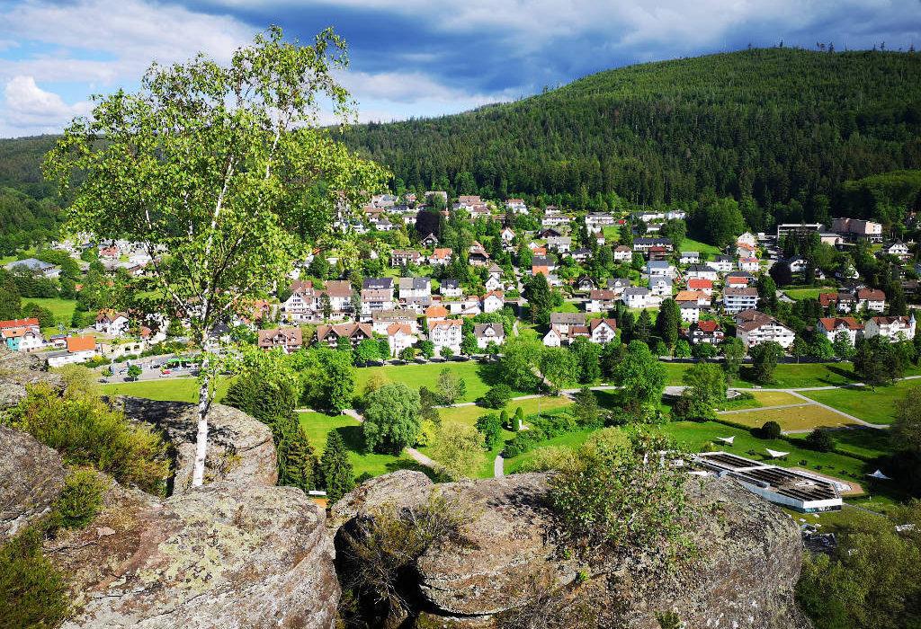 Ausflugsziel Nordschwarzwald: Aussicht nach der Wanderung vom Falkensteinfelsen in Bad Herrenalb
