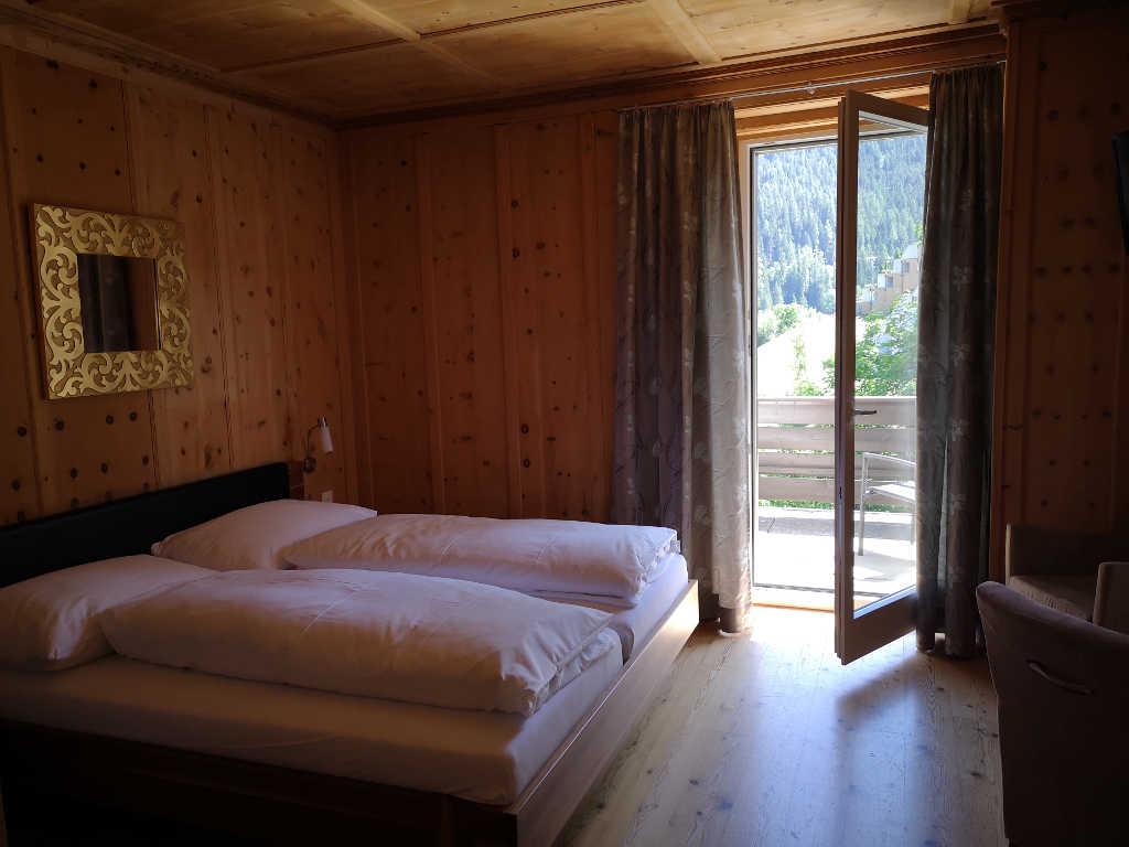 Hotelzimmer in Arve gehalten