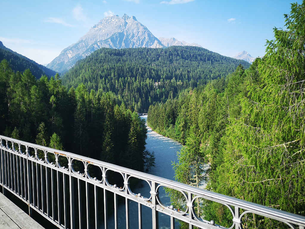 Blick auf den Inn von der Brücke