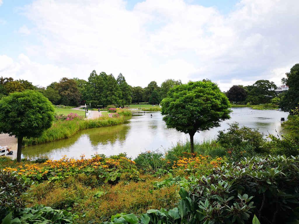 Wasserlichtkonzerte finden abends von Mai-September statt.