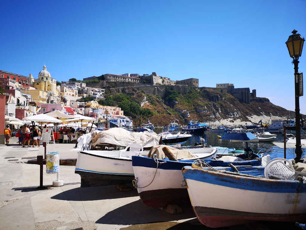Am Hafen Marina Corricella