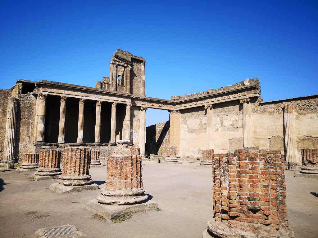 Das Forum der Ruinenstadt
