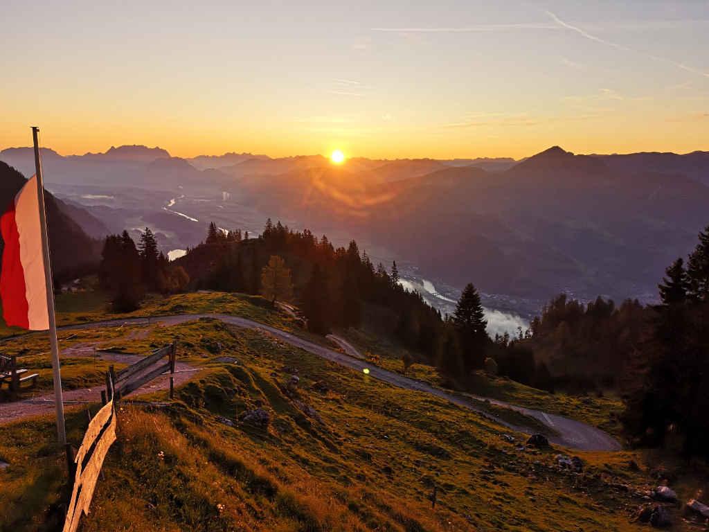 Hüttenwanderung - Ausblick am Morgen von der Berghütte