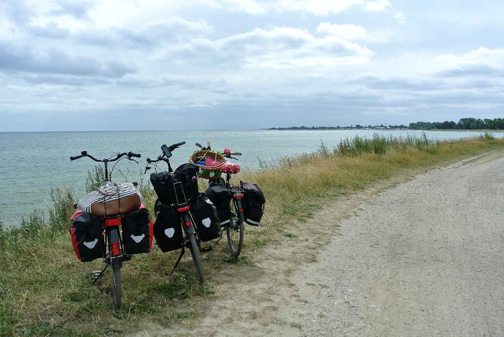 Radfahren entlang der Ostseeküste