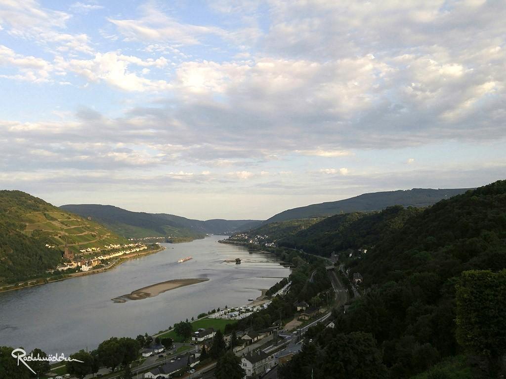 Ausblick auf den Rhein von der Burg Steineck aus ©Radelmädchen