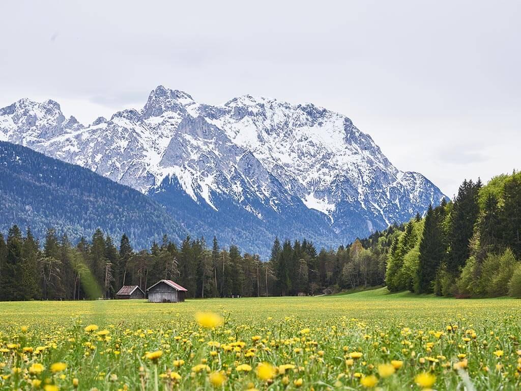 Bergpanorama auf einer Radtour von Garmisch nach Kochel ©Abenteuerzeilen