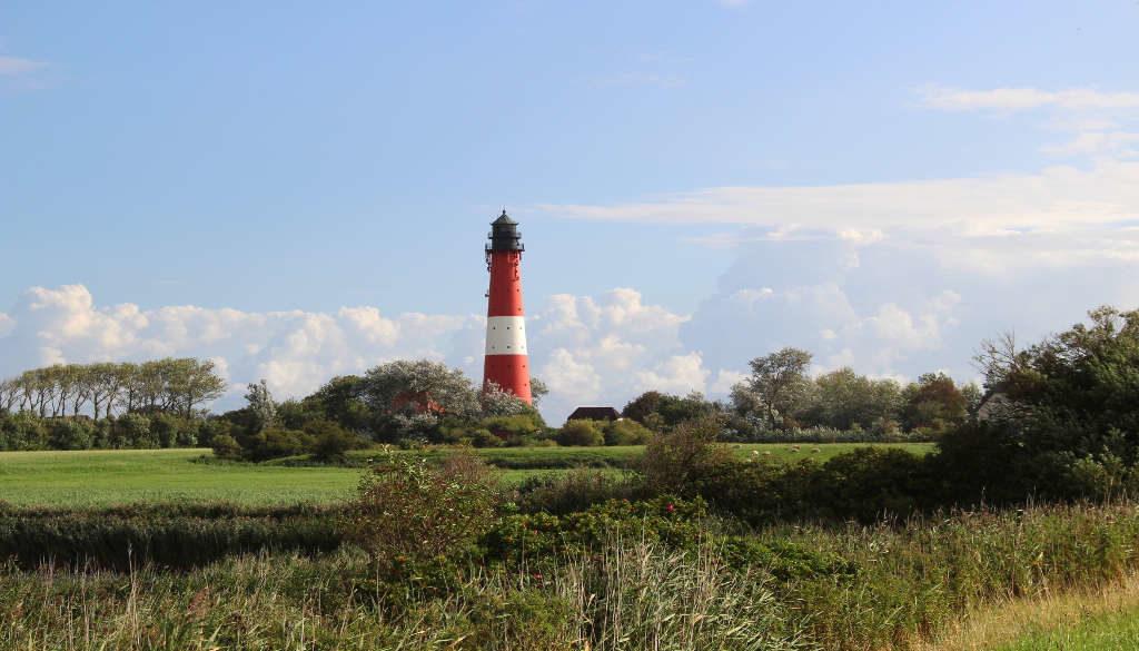 Schleswig-Holstein mit Leuchtturm im Grünen Copyright TA.SH