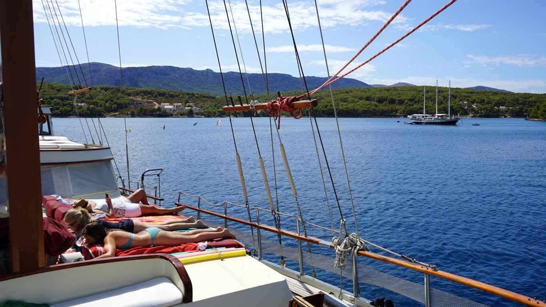Yoga auf dem Segelschiff ©Reiselust-Mag