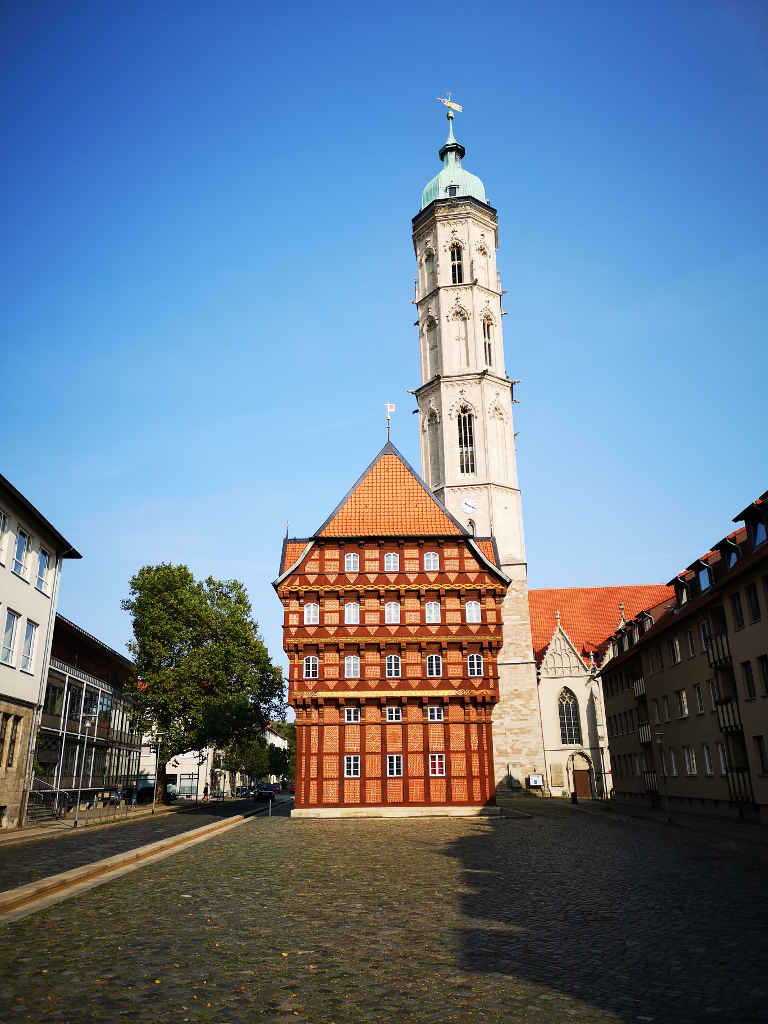 Wollmarkt-Alte Waage und St. Andreas Kirche