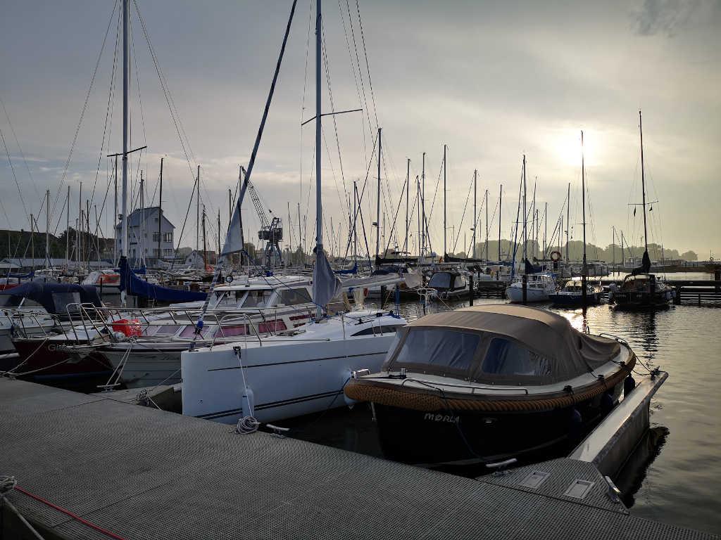 Sonnenaufgang früh morgens vom Hausboot aus