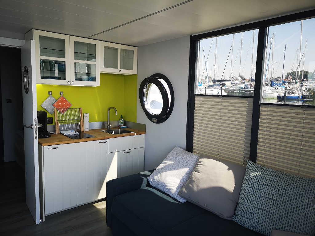 Hausboot Koch- und Wohnzimmer
