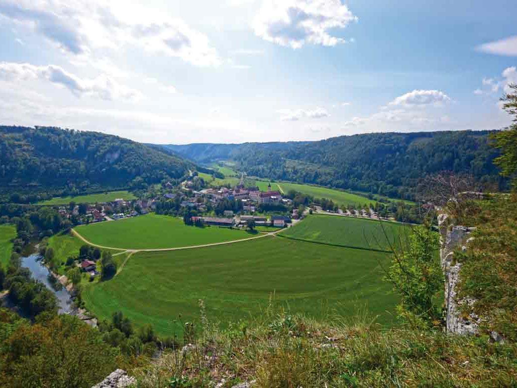 Beuron Jakobsweg - Aussicht auf das Kloster Beuron ©tourstory