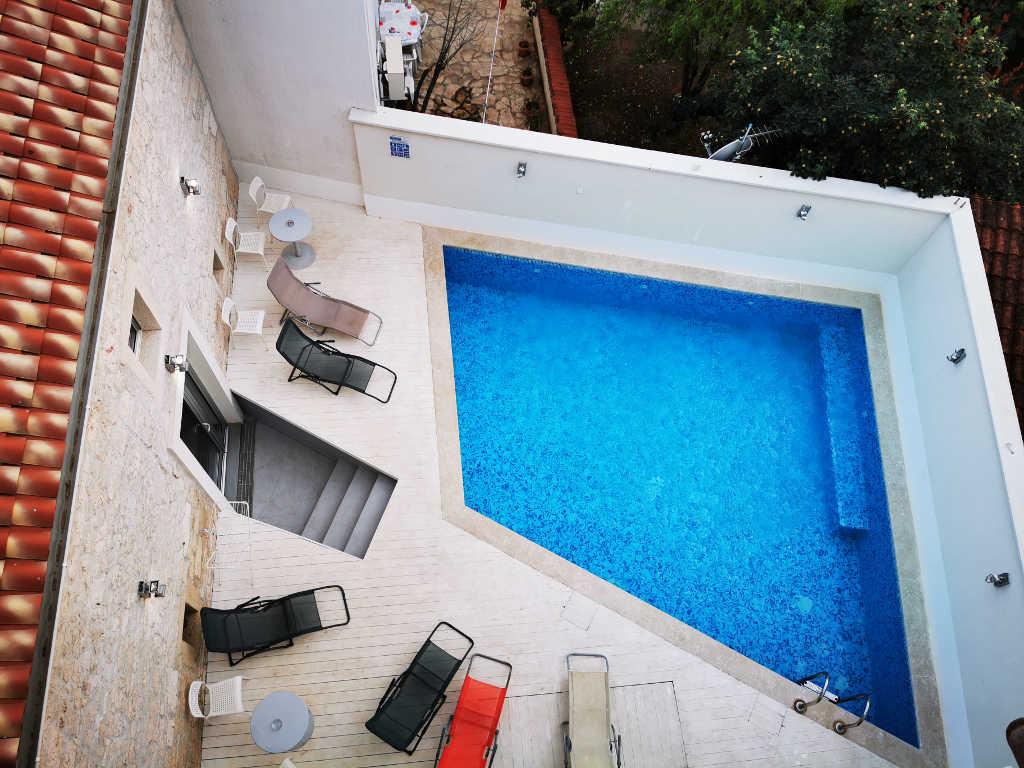 Pool im Apartment